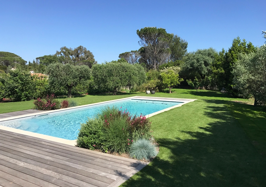 Création jardin terrasse et gazon synthétique haut de gamme